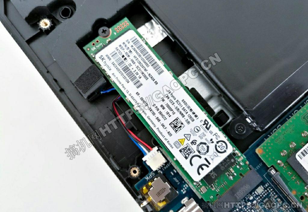 戴尔g3 17 3779拆机 M.2 固态硬盘特写