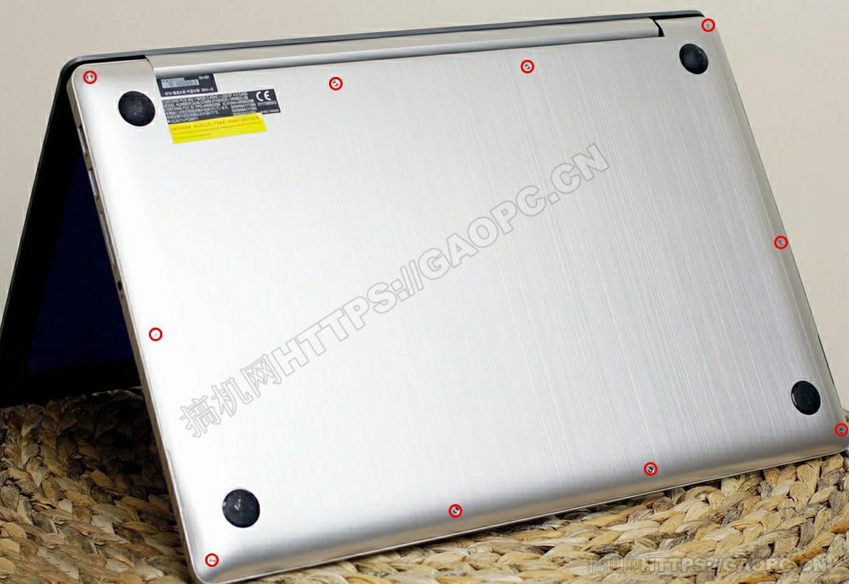 华硕zenbook Pro Ux501机身背面待拆螺丝