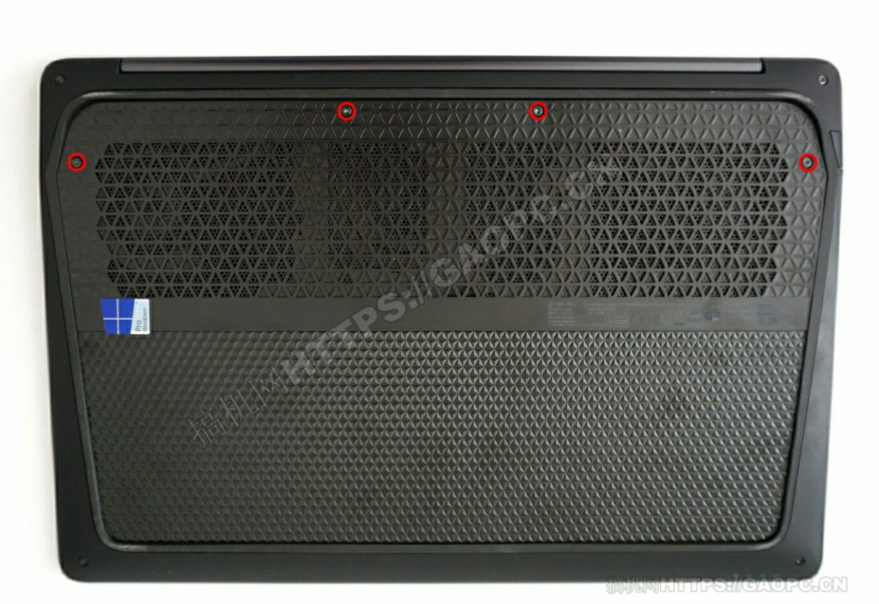 惠普 Zbook Studio G3背面待拆螺丝