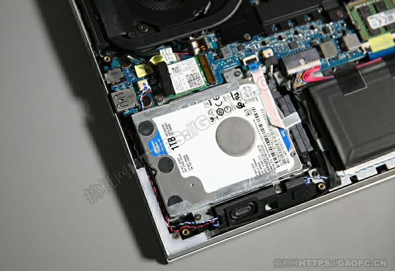 机械师f117 X拆机 Sata3机械硬盘特写