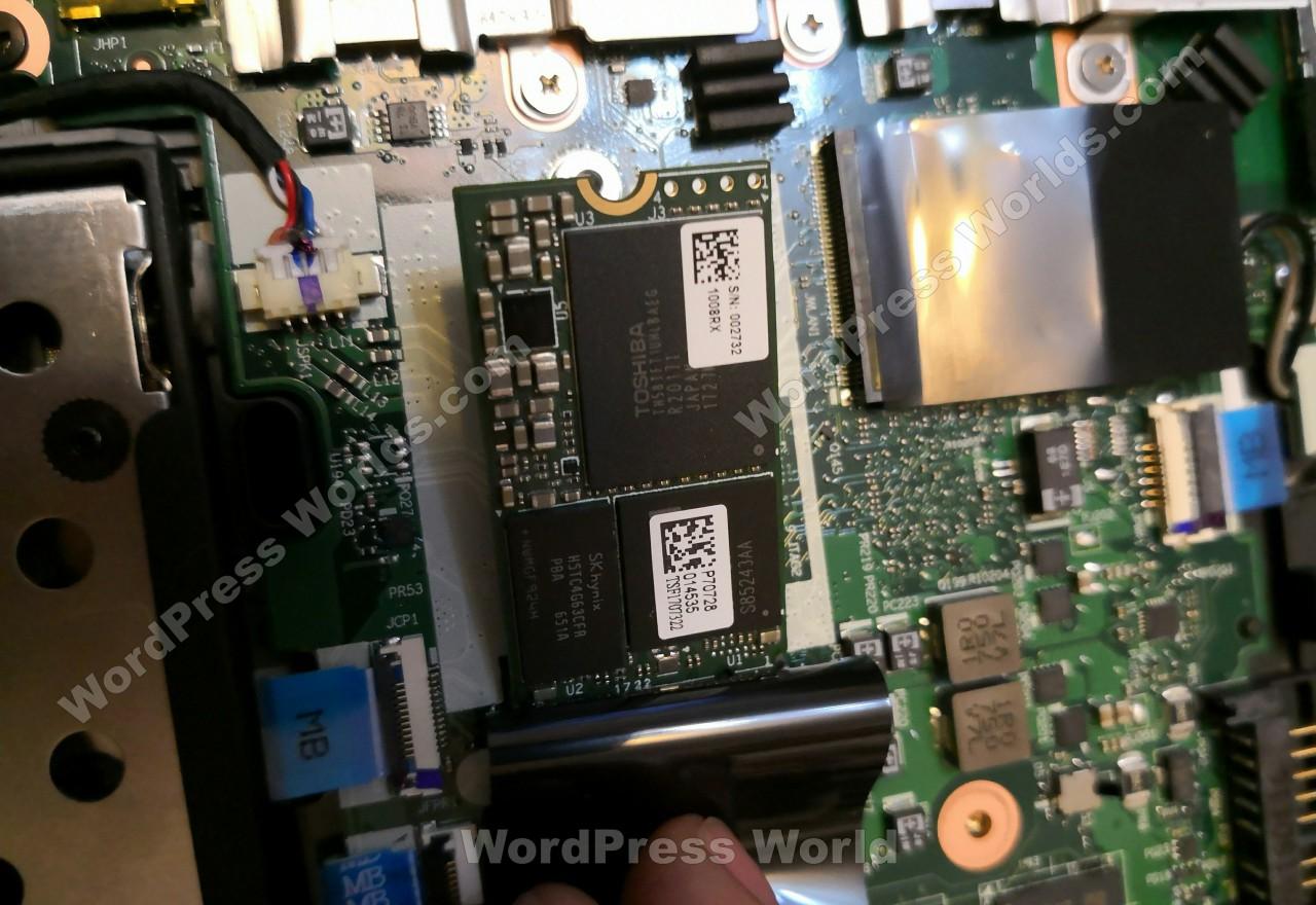 联想 ThinkPad T480拆机-M.2 SATA 2242固态硬盘特写
