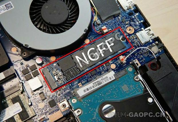 闪迪的X400固态硬盘,容量为256GB,使用SATA协议的M.2接口。